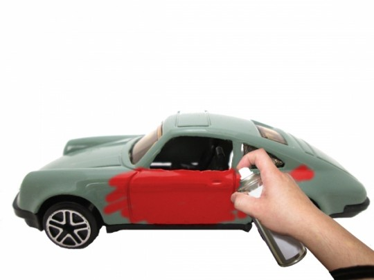 車の自家塗装は難しい?ホイールやバンパーもキレイに塗るコツ イメージ