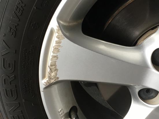 ホイール 傷 修理 ガリ アルミ 大切なホイールを傷つけてしまった!修理することってできるのか?